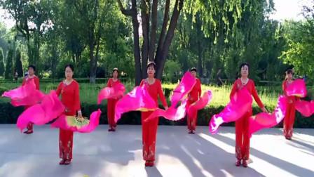 点击观看《白沟花儿朵朵广场舞 又见山里红扇子舞教学背面演示》
