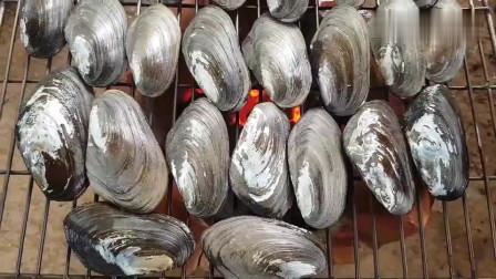 《韩国农村美食》新鲜生蚝,配上蒜蓉,一下子能吃10个,好吃
