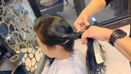 长发妹子终于找到最崇拜的发型师剪发了,大师一出手,完全大不同
