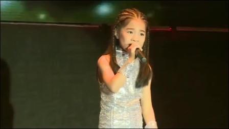 7岁女童惊艳翻唱《说散就散》,太厉害了,感觉能堪比原唱了