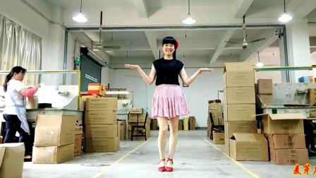 初级无基础广场舞阿里山的姑娘 库房里大美女跳舞