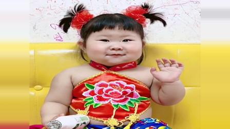 吃货小花打扮成年画娃娃,结果咧嘴一笑尴尬了!