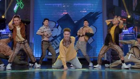 阿牙妖娆上演群蛇狂舞,这群男人的魅力尽头到底在哪里呢
