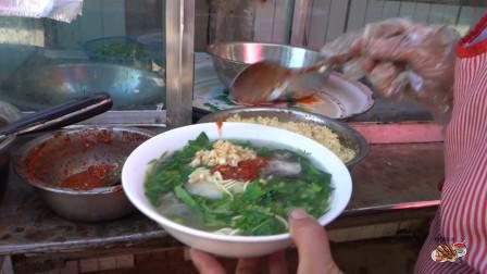 """新疆吐鲁番""""酒鬼汤面"""",面条劲道爽滑,肉汤鲜美醇厚,宿醉后必吃美食"""