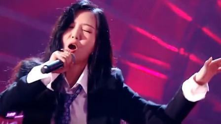专业歌手就是不简单,美女一开口歌声就响彻全场,这也太好听了吧