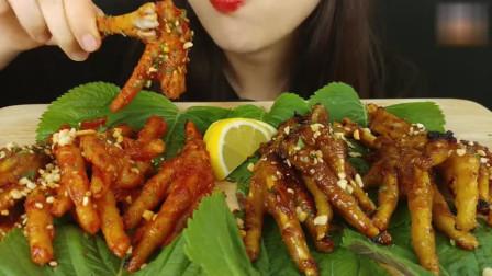 吃货小姐姐吃酱香鸡爪和麻辣鸡爪,口味都吃全了,真会享受!