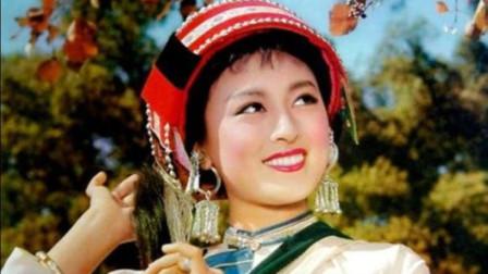 《阿诗玛》的插曲《一朵鲜花鲜又鲜》,宋祖英阎维文唱的太悠扬,好听