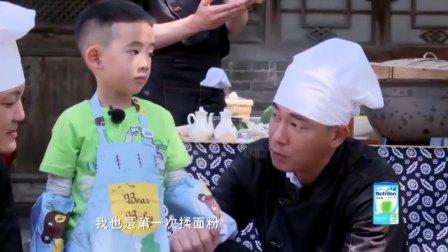 爸爸们制作创意美食,邓伦做的最用心,陈小春却只做了一碗清汤面