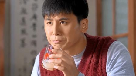 农村小伙给儿子冲杯燕麦,丈母娘看到破口大骂:这东西你配喝吗