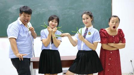 老师让学生唱歌比赛有奖励,没想老师的奖励是一把辣椒,太逗了