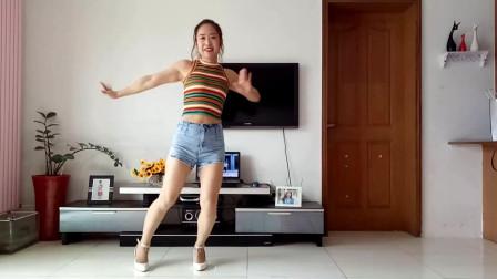 点击观看《客厅健身舞舞蹈没有车没有房 京京客厅广场舞视频》