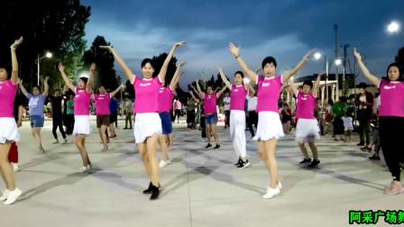 点击观看《阿采水兵舞凤凰花开 单人舞广场跳太好看了》
