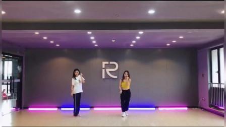 点击观看《双人韩舞me美舞蹈视频 人美舞更美》