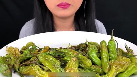 吃货小姐姐吃油炸青辣椒,一口气吃一大盘,这胃是铁打的吗?
