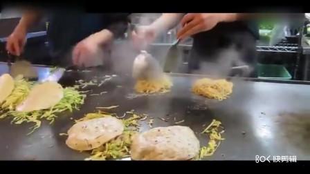 广岛的街头美食,鸡蛋包饭,现做现卖,干净卫生