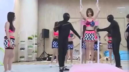 神在节目中被恶搞,尺度之大宛如日本综艺节目!