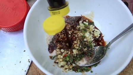 野外美食,美味的秘制烤鸭是大家不错的午餐