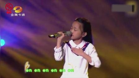 李健都没想到,十岁小女孩唱他的歌竟如此美,台下的薛之谦都跟着摇摆