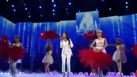 杨钰莹精心打扮只为唱这首歌,人美歌甜,台下明星都被她迷住了
