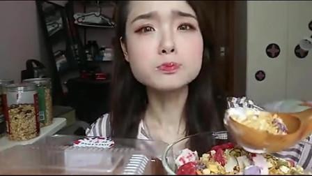 上海吃播小姐姐这次在家大口吃美食,吃的也太香了吧