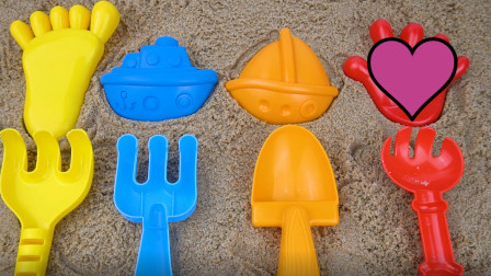 用沙子做出帆船 輪船等形狀并認識玩具顏色