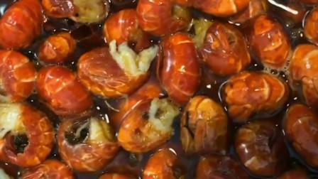 辣汁小海鲜之小龙虾尾和网红美食小龙虾煎饼,可真是下饭菜呀