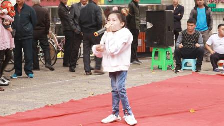 """""""玻璃娃娃""""杨洋,街头翻唱,凤凰传奇经典,引人驻足聆听"""