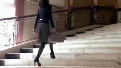 美女黑丝袜搭配黑色高跟鞋,走上领奖台的那一刻,气质战胜全场