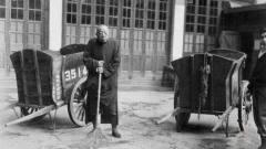 此人是中国末代太子,把百万家财败得精光,每月靠十元布施