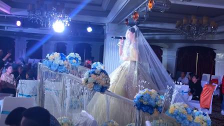 这新娘可遇不可求啊,婚礼当天唱了一首歌,把台下来宾全镇住了