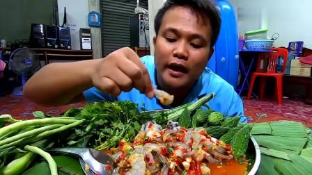吃播:泰国吃货小哥吃凉拌虾仁八爪鱼刺身,苦瓜豆角也生吃,真生猛