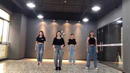 点击观看《女孩活力爵士舞《Rihanna SM》视频》