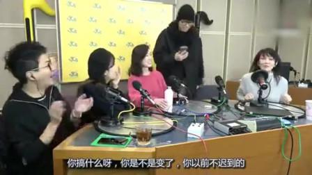 香港�S子�A�⒓余�裕玲的�目�t到,看看他教科��式化解�擂危�好搞笑!