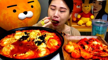 韩国大胃王卡妹,试吃麻辣美食,大口大口吃的好过瘾