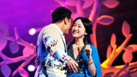 杨钰莹多年未嫁,与神秘男子合唱一首情歌,开口让台下男明星都看呆了