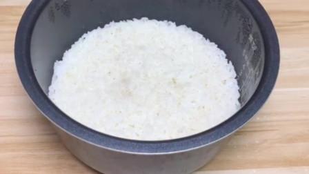 用普普通通的米饭来做一道美食,简单易学,好吃不腻,你学会了吗