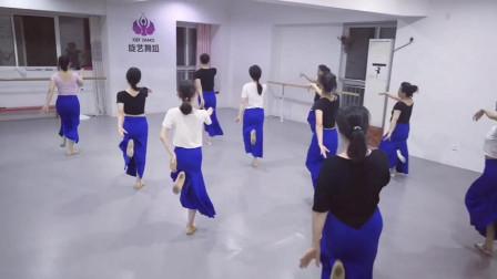 民族舞如何跳 看练习室民族舞月亮舞蹈视频