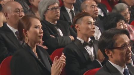 让人敬畏的歌手!台下观众全是大佬,竟都老老实实听他唱歌!