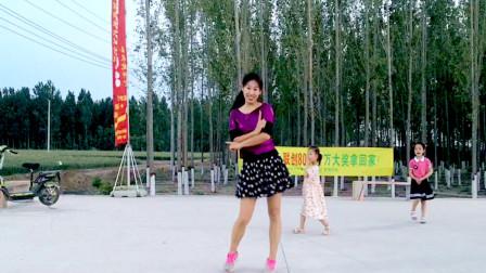 点击观看《入门32步摆胯广场舞《都说二爷美》 阿采正面舞蹈很好学》