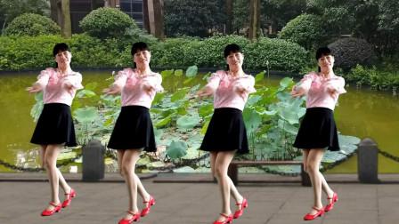 广场舞《荷塘月色》舞姿优美动人,歌声悦耳动听,既好听又好看!