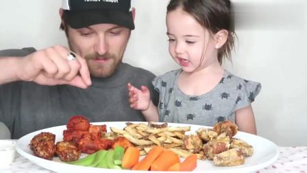 吃货小萝莉,天使妹妹吃个肉肉,还要先跟爸爸撒娇,太可爱了!