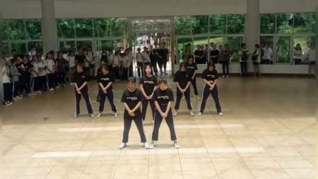 简单校园健身舞青春 看得我回忆满满