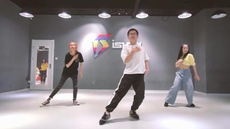 点击观看《爵士舞视频大全 好看爵士舞下一个路口见》
