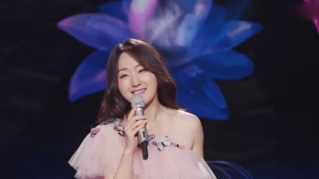 杨钰莹献唱《轻轻地告诉你》,一开口太酥了,小编彻底沦陷了!
