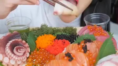 吃货小姐姐,直播吃章鱼腿、生鱼片、鱼籽、海葡萄,流口水了吗?