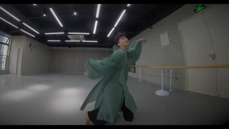 点击观看《简单流行舞蹈 小帅哥古典舞相思》
