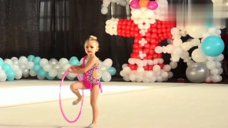是来搞笑的么?外国5岁萝莉表演体操,最后把我看乐了