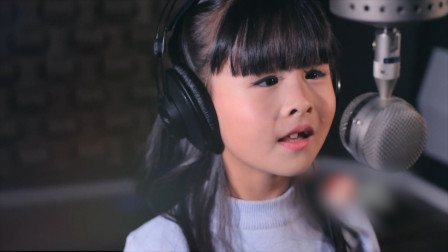 现在的00后是想逆天吗?五岁女孩翻唱《声声慢》,实在太好听了