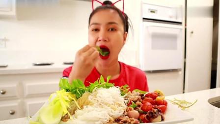 吃播:泰国农村美女吃货试吃墨鱼沙拉,又大又粗的生芹菜直接啃!