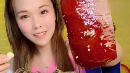 吃货小姐姐,最爽的吃红烧肉方式,大块吃肉,感觉能胖十斤!